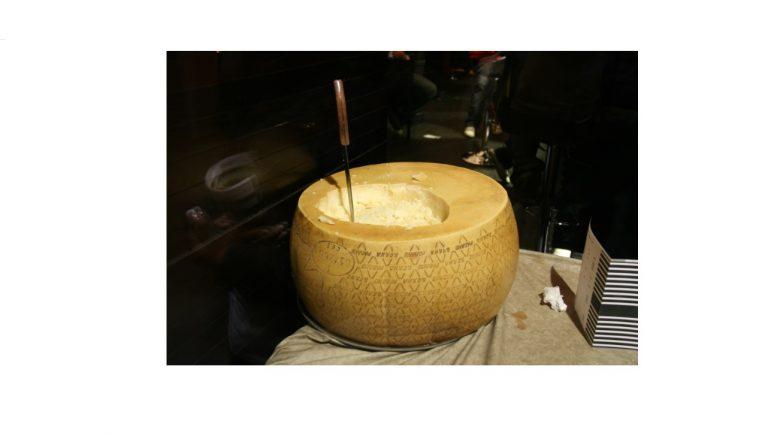 イタリア産チーズ「グラナ・パダーノ」